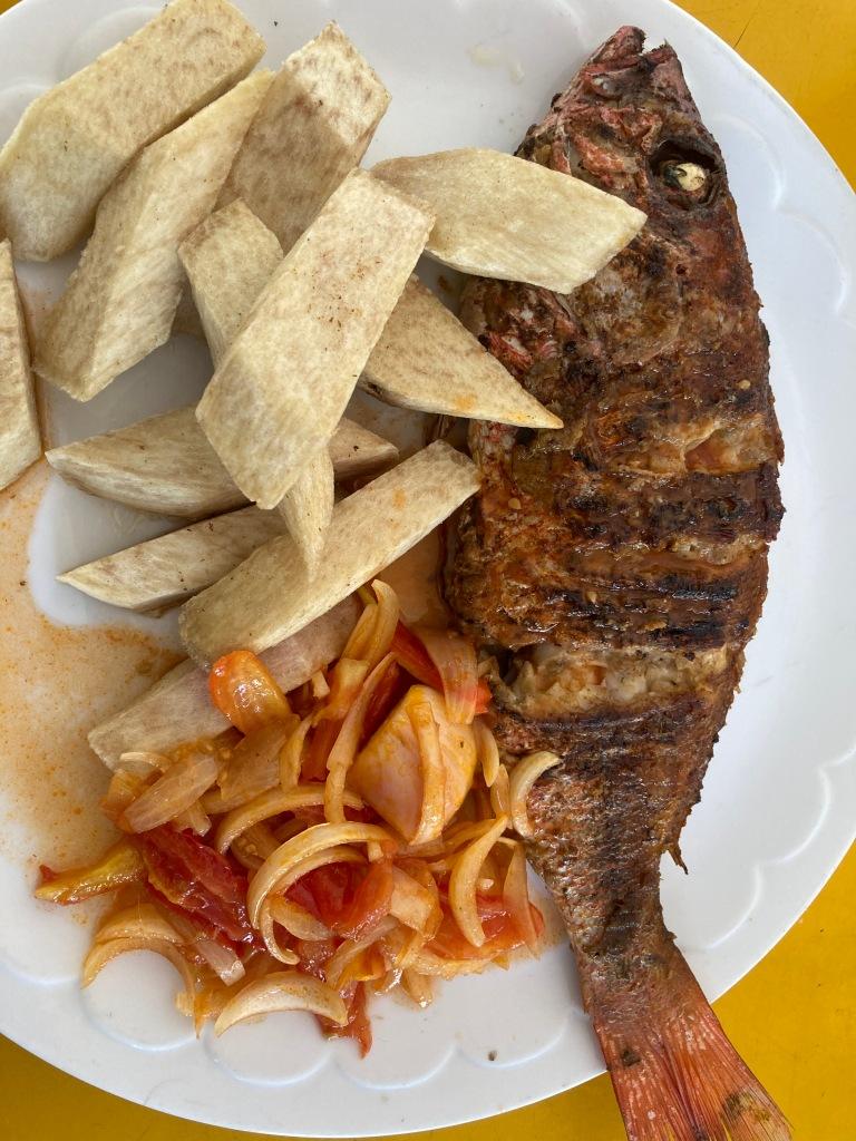 Koliko avec akpavi poisson entouré avec yebessé
